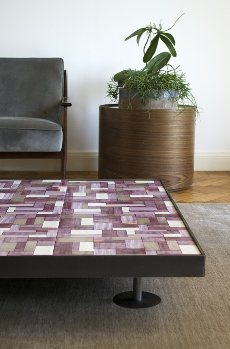 mg12-casa-tavolino-wallpaper-sofia-prugna1