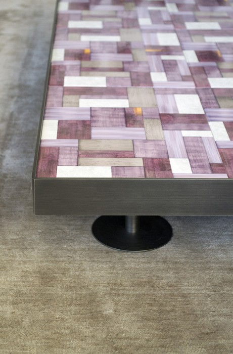 mg12-casa-tavolino-wallpaper-sofia-prugna3